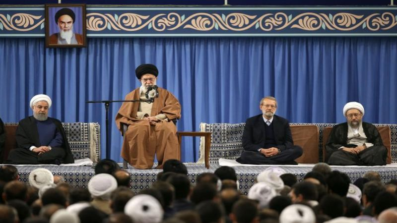 الإمام الخامنئي خلال لقائه ضيوف مؤتمر الوحدة الإسلامية وعدداً من سفراء الدول الإسلامية