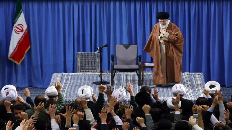 """الإمام الخامنئي لدى لقائه أهالي مدينة قم """" لقد اصطدم رأس الأمريكيين بالجدار خلال الأحداث الأخيرة"""""""