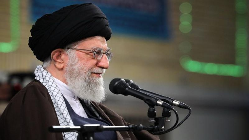 أمريكا والنظام السوفييتي دعمتا صدّام للقضاء على الجمهورية الإسلامية لكن كل مساعيهم فشلت
